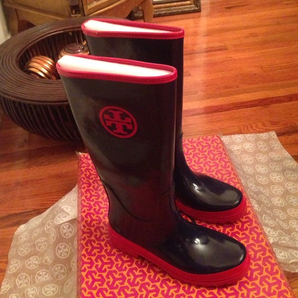 20% off Tory Burch Boots - OOPS! 💢Sold Locally💢 Tory Burch Logo ...