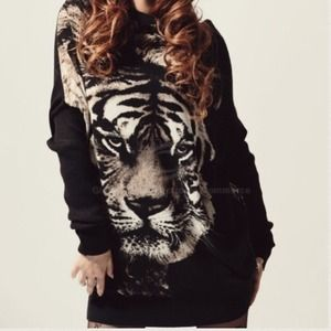 Sweaters - ❤back in stock ❤️ tiger sweatshirt