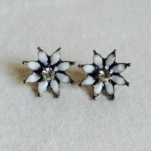 New White Black Crystal Flower Stud Earrings