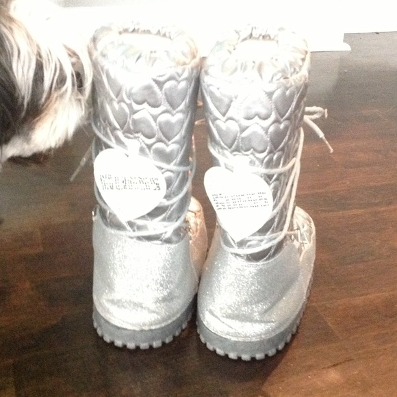 77% off Guess Boots - Guess snow boots size 5 from ...