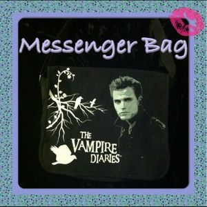 Handbags - 🎀🎉$7 SALE🎉🎀VAMPIRE DIARIES MESSENGER TOTE🎀