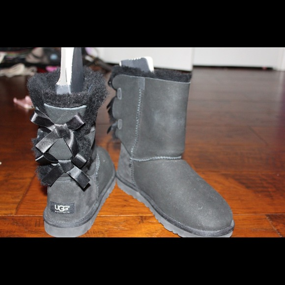 gray uggs with bows on the back