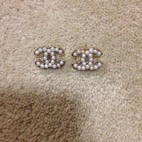 70 off chanel jewelry authentic chanel pearl earrings