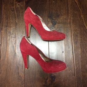 Libby Edelman red scallop heels