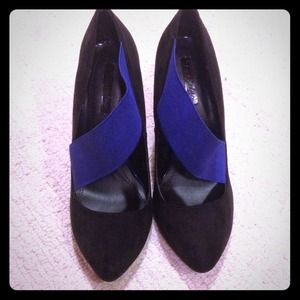 Zara black and cobalt pumps