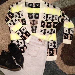 Sweaters - 💢TRENDING💢 TRIBAL SWEATER❤️
