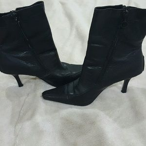 🔮REDUCED🔮Black boots  zipper n both sides