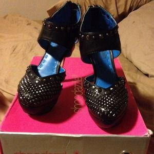 Shoedazzle Shoes - Shoedazzle black heels