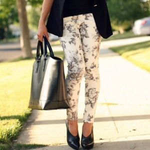 ⬇️️REDUCED⬇️ Zara black & white floral pants