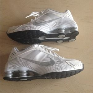 Nike shox size 7.5 women's shoes