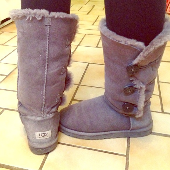 black tall bailey button uggs
