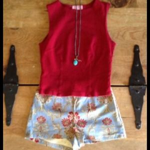 Shorts and tank free necklace