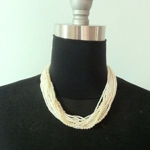 Jewelry - Faux baby pearl necklace