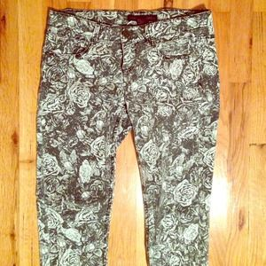 Gray and white flower sketch print skinny jeans