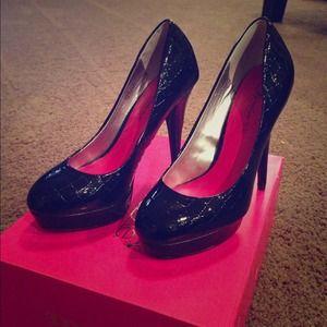 Black Shoedazzle Pumps