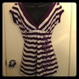anchor blue  Tops - Purple striped v neck top with flower design