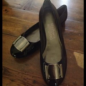 🎉HOST PICK🎉Salvatore Ferragamo leather flats