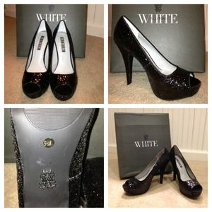 Vera Wang black shoes