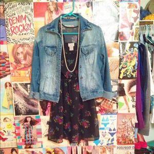Dresses & Skirts - Black floral sleeveless dress