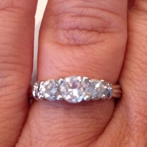Jewelry - Gorgeous Platinum 3 stone diamond ring