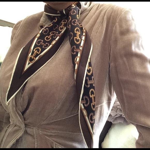 c83ef412 Gucci neck scarf