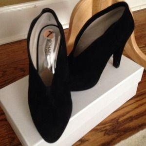 MICHAEL Michael Kors Boots - MICHAEL MK black suede booties size 7
