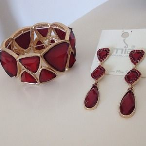 Fashion bracelet and matching earrings.