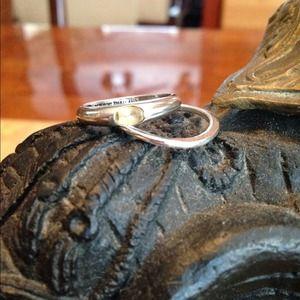 Jewelry - Sterling silver ring - preloved