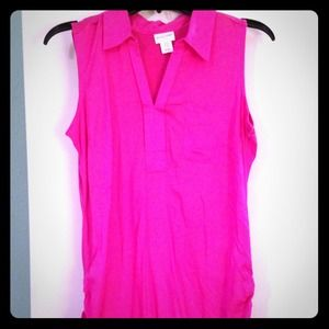 Hot pink sleeveless maternity shirt.