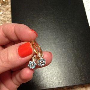 Jewelry - 🎉Host pick🎉Delicate little earrings