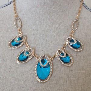 Blue cocktail necklace set.