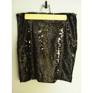 {LF} Kiwi Tucker sequin skirt.