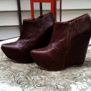 Jeffrey Campbell Shoes - Flash Sale! Jeffrey Campbell brown leather