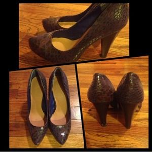 Two-toned snakeskin pumps.
