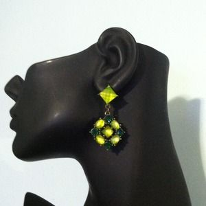 Jewelry - 🌵Gorgeous Green Earrings