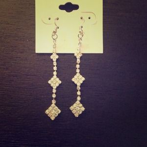 Jewelry - Rhinestone drop earrings