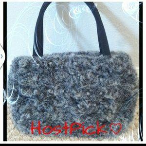 Handbags - 🎊HP Small faux fur handbag