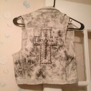 Outerwear - Nwt cross back vest