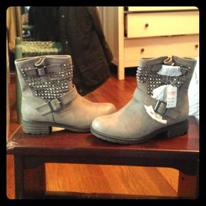 Via Pinky studded boots size 8.5! New in box!