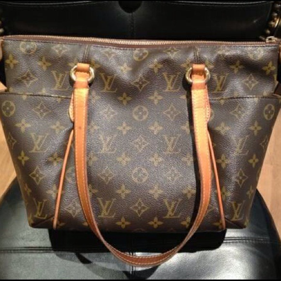 43c95afb Authentic LOUIS VUITTON MONOGRAM CANVAS TOTALLY PM