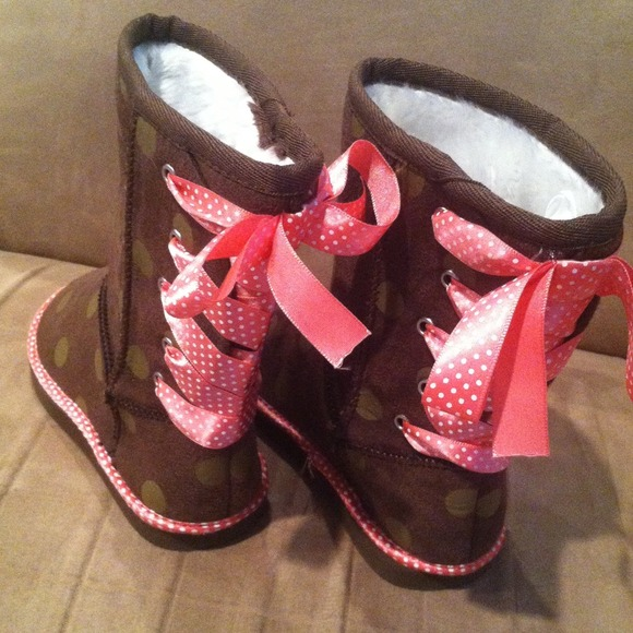off Old Navy Other Old Navy toddler boots from Tia s
