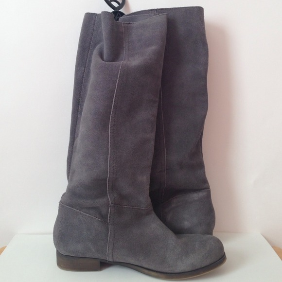 77 nine west boots nine west grey suede flat boots