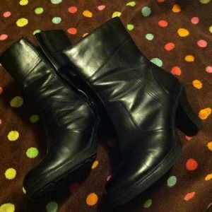 Shoes - Black low MUDD boots