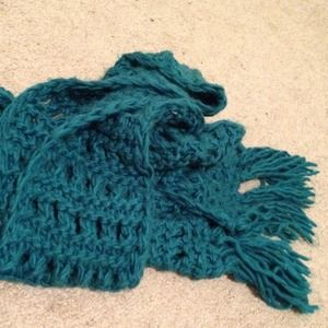 Forever 21 Accessories - forever 21 dark teal chunky knit scarf