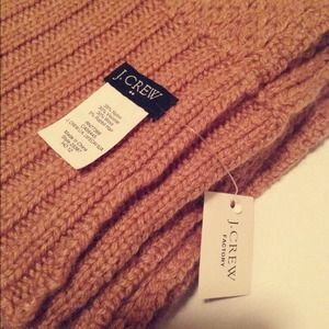 J. Crew Accessories - J.Crew • Thick knitted scarf in caramel
