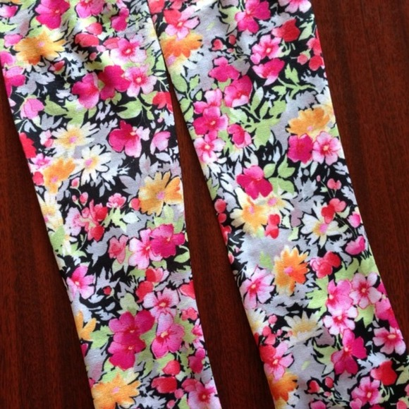 Outerwear - Knee High Silky Floral Socks 3