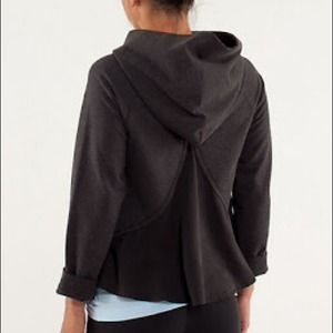 AVAILABLE ❤️Lululemon Pull Me Over Hoodie, size 6.