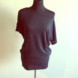⚡️FLASH SALE⚡️Short off the shoulder black dress