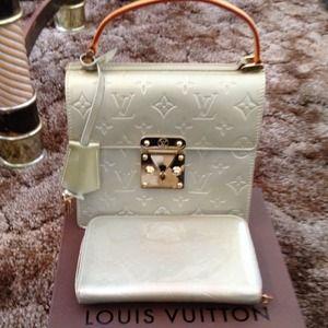 33e241f5b95fe Louis Vuitton Bags - LV vernis spring street ✅🔚sold