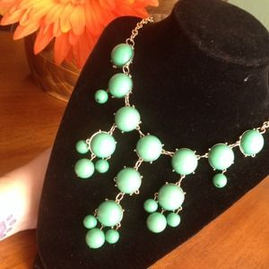 Jewelry - Green and gold tone bauble statement necklace.